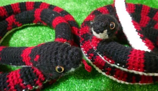 奄美にいる蛇、アカマタをまた編みました!柄をさらにアカマタに寄せてみました 編み図あり